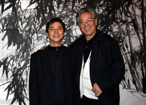 总编刘东方(左)和著名大写意花鸟画家张立辰
