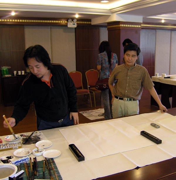 总编刘东方(右)和荣宝斋画院院长唐辉先生