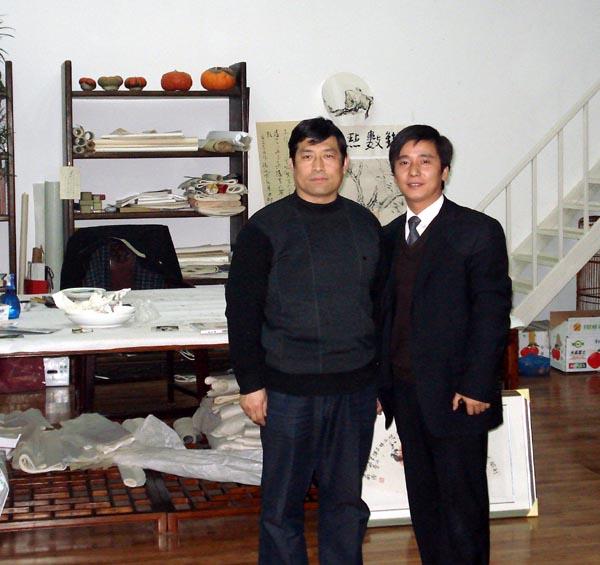 总编刘东方(右)和花鸟画家郝邦义