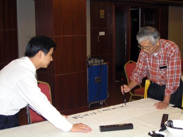 总编刘东方(左)和台湾画家冯宪民先生