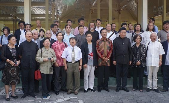 印度尼西亚日惹特区国王会见2013中国当代书画艺术展中国画家代表团