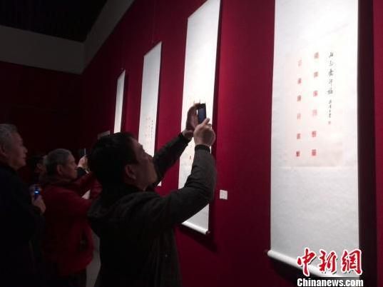 画家梁修诗书画展在山东省博物馆举办