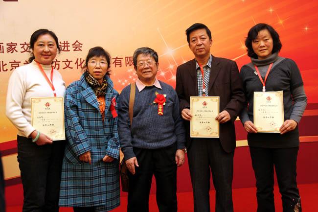 2013年于志学与荣获华夏之星称号的冰雪画派画家合影