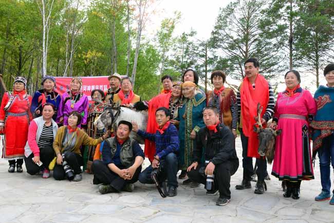 2016年于志学率冰雪画派参加黑龙江省漠河北极村中国冰雪画摇篮立碑仪式