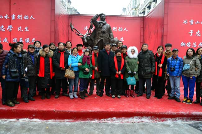 2016年11月黑龙江省画院在哈尔滨中央大街举行了于志学先生铜像落成揭幕仪式
