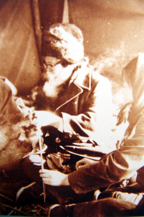 1972年于志学在大兴安岭北坡鄂温克人的撮罗子