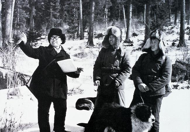 1975年的于志学在大兴安岭与林业工人