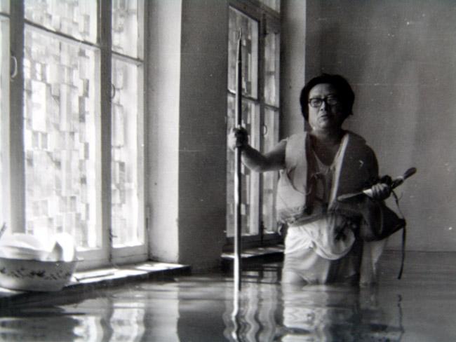 1987年于志学在雪原展厅打捞物品