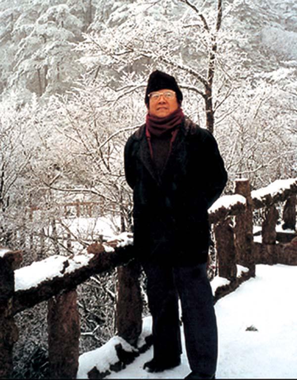 1998于志学在黄山考察雪景