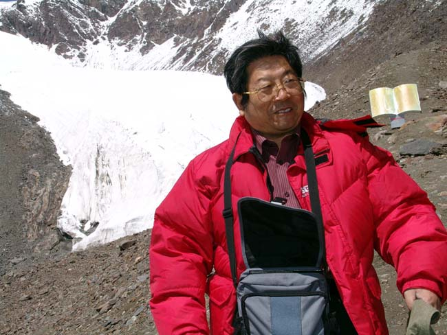 2004年7月于志学在新疆冰川一号写生