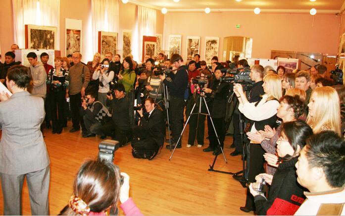 2009年1月《冰雪情 --中俄冰雪画艺术交流展》开幕式在俄罗斯阿穆尔州博物馆举行