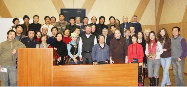 2009年于志学率冰雪画派赴俄罗斯举办画展同时召开中俄两国艺术家座谈会