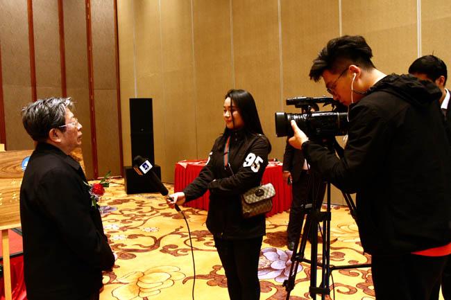 于志学接受媒体采访